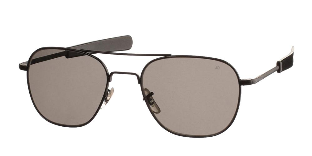 Μεταλλικά διαχρονικά μαύρα ανδρικά γυαλιά ηλίου Pilot 55 Black της εταιρίας American Opticalμε κρυστάλλινους φακούς για όλα τα πρόσωπα.