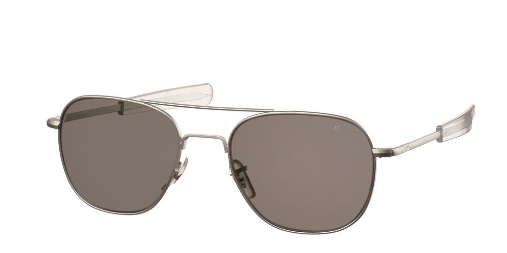 Μεταλλικά διαχρονικά ματ ασημί ανδρικά γυαλιά ηλίου Pilot 52 Matte Silver της εταιρίαςAmerican Opticalμε κρυστάλλινους φακούς για μικρά και μεσαία πρόσωπα.
