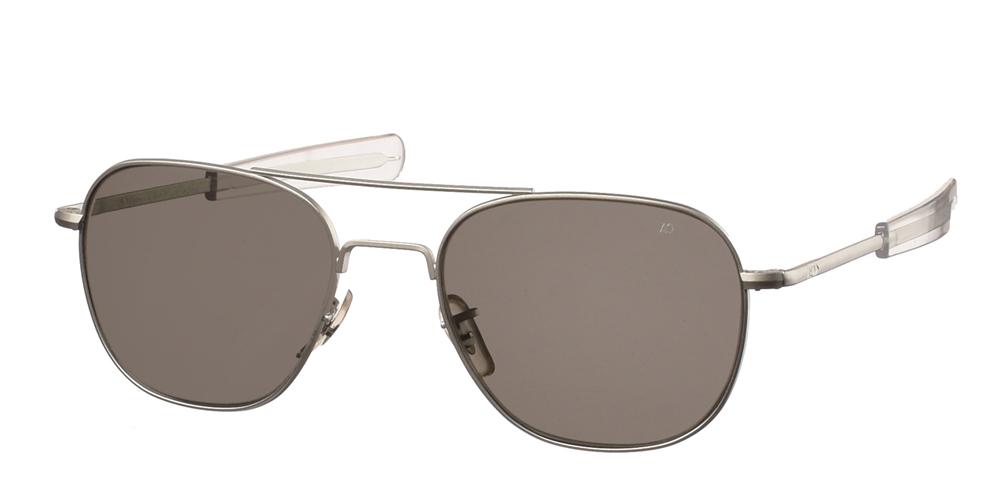 Μεταλλικά διαχρονικά ματ ασημί ανδρικά γυαλιά ηλίου Pilot 55 Matte Silver της εταιρίας American Opticalμε κρυστάλλινους φακούς για όλα τα πρόσωπα.