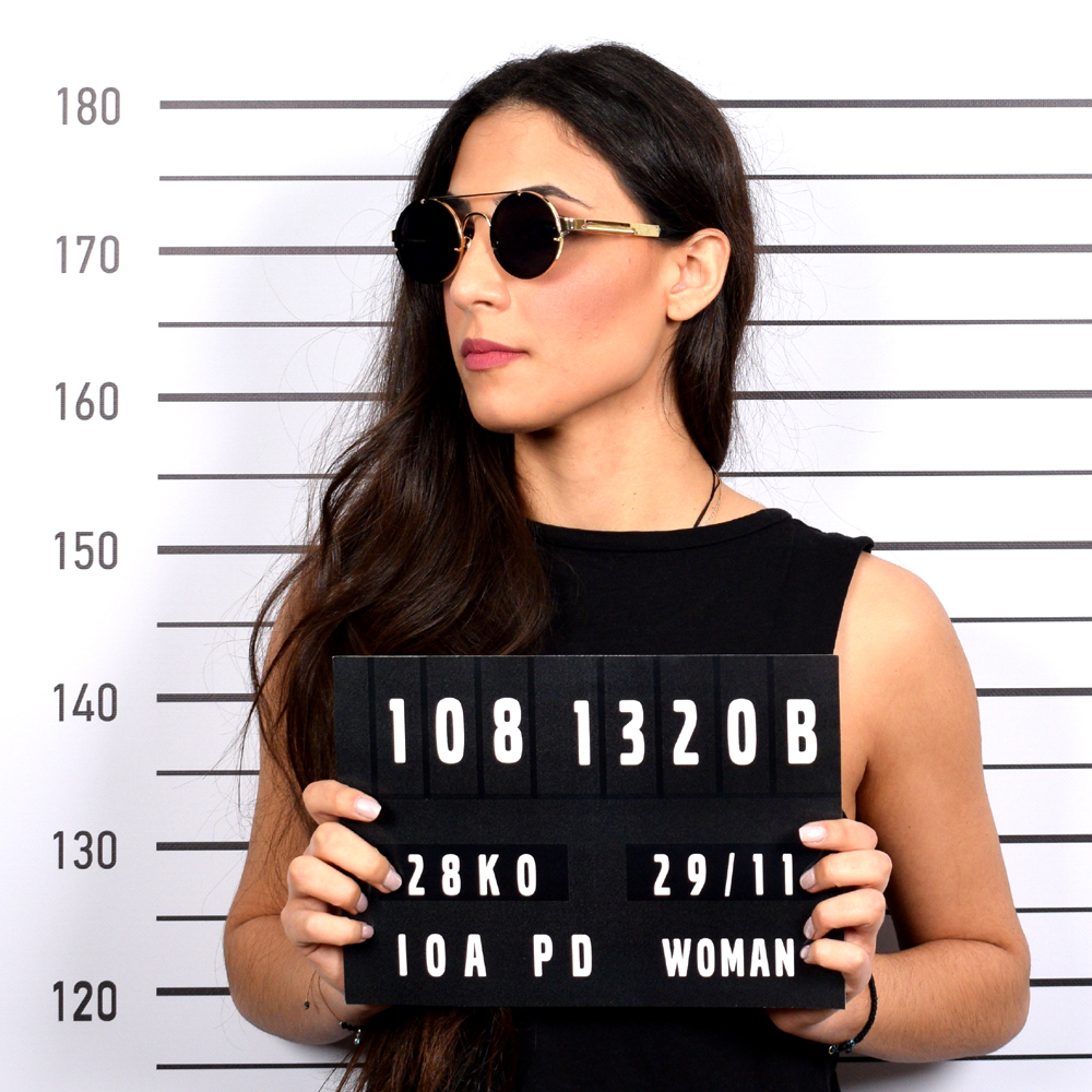 Μεταλλικά στρογγυλά ανδρικά και γυναικεία γυαλιά ηλίου Armed Robbery James Gold Black με διπλή μεταλλική χρυσή μπάρα και επίπεδους σκούρους γκρι φακούς.
