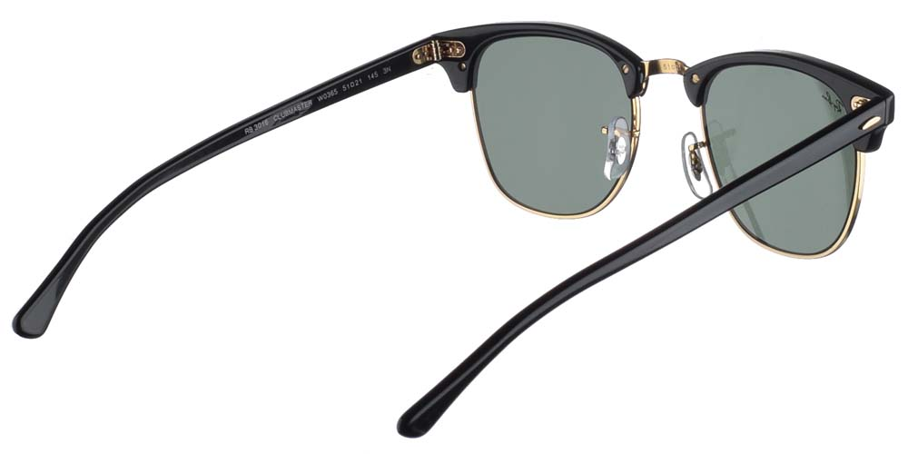Τετράγωνα κλασικά γυαλιά ηλίου Ray Ban RB3016 Clubmaster W0365 σε μαύρο χρώμα, με χρυσές λεπτομέρειες και σκούρους πράσινους κρυστάλλουςγια όλα τα πρόσωπα.