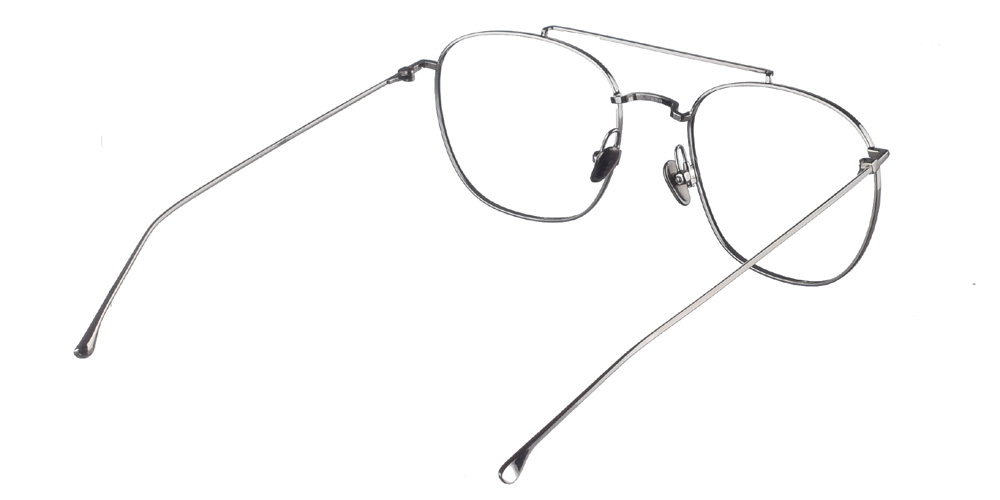 Μεταλλικά τετράγωνα ανδρικά και γυναικεία γυαλιά οράσεως Komono Raphael Silver σε ασημί σκελετόγια μεσαία και μεγάλα πρόσωπα.