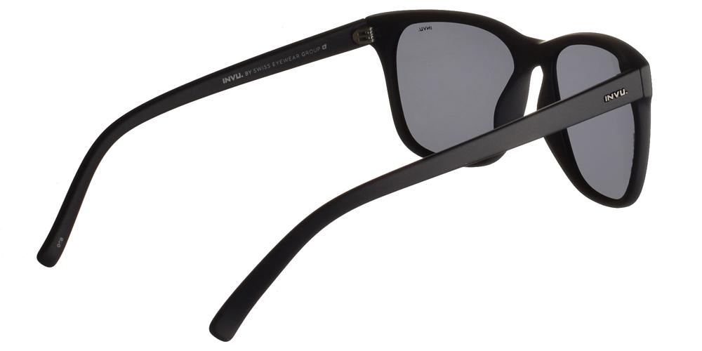 Διαχρονικά κοκάλινα ανδρικά γυαλιά ηλίου B2831 B σε μπλε ματ σκελετό με γκρι polarized φακούς της εταιρίας Invu για όλα τα πρόσωπα.
