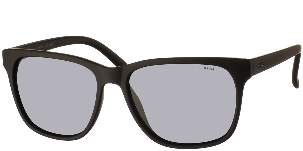 Διαχρονικά κοκάλινα ανδρικά γυαλιά ηλίου B2831 A σε μαύρο ματ σκελετό με γκρι polarized φακούς της εταιρίας Invuγια όλα τα πρόσωπα.