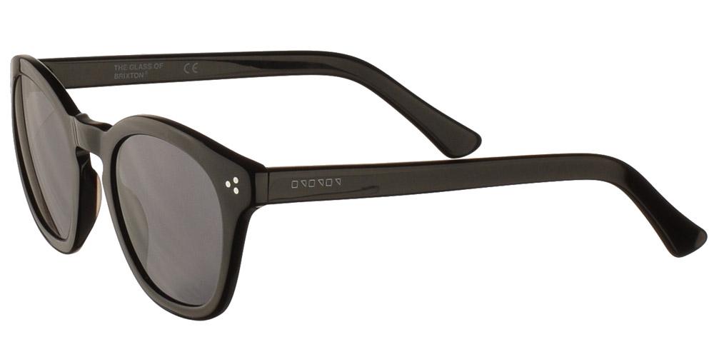Ανδρικά και γυναικεία τετράγωνα γυαλιά ηλίου Giovanni Black σε μαύρο χρώμα και σκουρόχρωμους γκρι φακούς της εταιρίας Glass of Brixtonγια μικρά και μεσαία πρόσωπα.