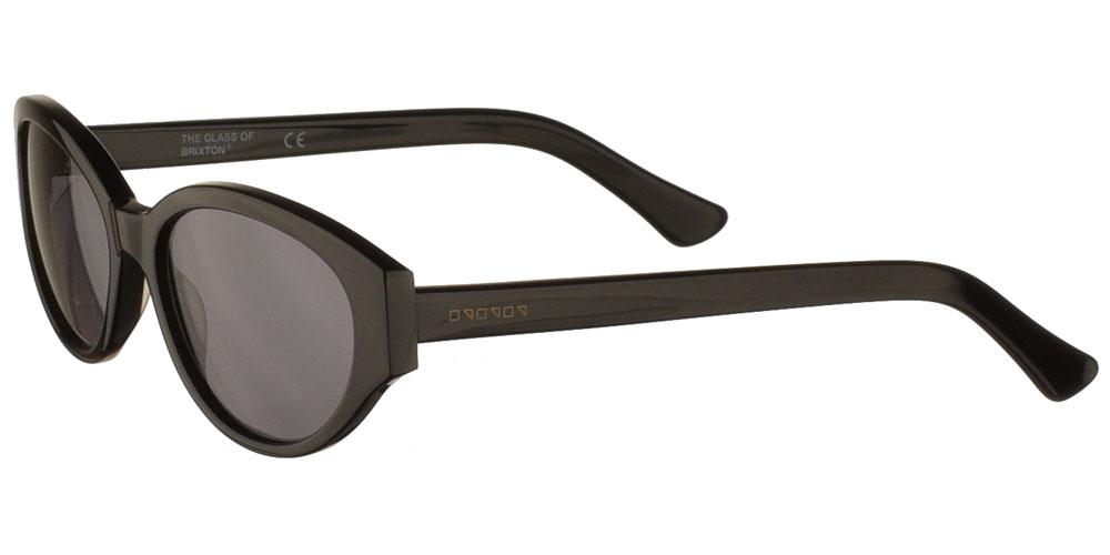 Γυναικεία κοκάλινα γυαλιά ηλίου σε σχήμα πεταλούδα Laura Black σε μαύρο χρώμα και σκουρόχρωμους γκρι φακούς της εταιρίας Glass of Brixtonγια όλα τα πρόσωπα.