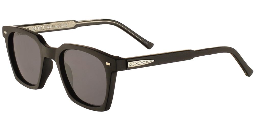 Τετράγωνα ανδρικά και γυναικεία κοκάλινα γυαλιά ηλίου Spitfire Block Chain Black σε μαύρο ματ χρώμα και σκουρόχρωμους γκρι φακούς για όλα τα πρόσωπα.
