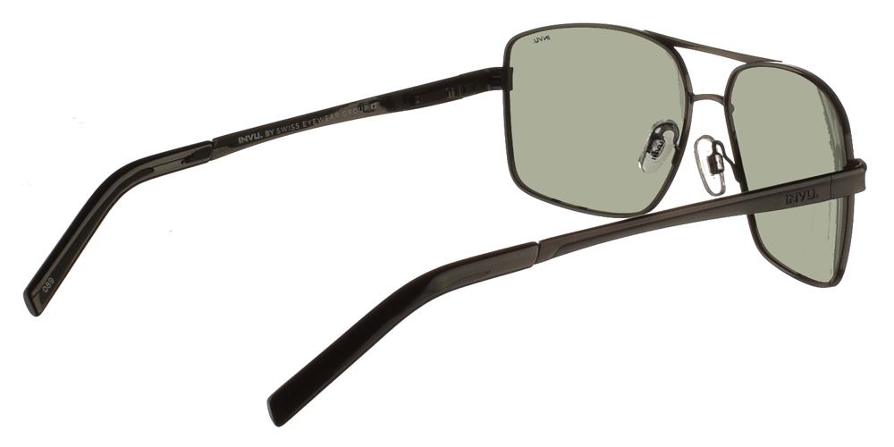 Διαχρονικά ανδρικά μεταλλικά γυαλιά ηλίου B1015 C σε μαύρο σκελετό και με πράσινους polarized φακούς της εταιρίας Invuγια μεσαία και μεγάλα πρόσωπα.
