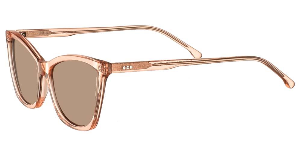 Γυναικεία κοκάλινα γυαλιά ηλίου πεταλούδα Komono Alexa Dirty Pink σε ανοιχτόχρωμο ροζ σκελετό και καφέ polarized φακούς για μικρά και μεσαία πρόσωπα.