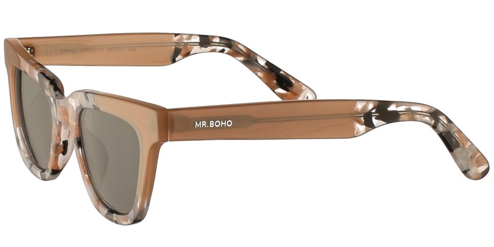 Τετράγωνα κοκάλινα γυναικεία γυαλιά ηλίου Mr Boho Letras AIG21-11 σε μπεζ-ροζ χρώμα, με πολύχρωμες λεπτομέρειες και σκούρους πράσινους φακούς.