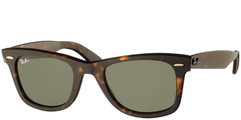 Τετράγωνα διαχρονικά ανδρικά και γυναικεία γυαλιά ηλίου Ray Ban RB2140 Wayfarer 902 σε καφέ ταρταρούγα και σκούρους πράσινους φακούςγια όλα τα πρόσωπα.