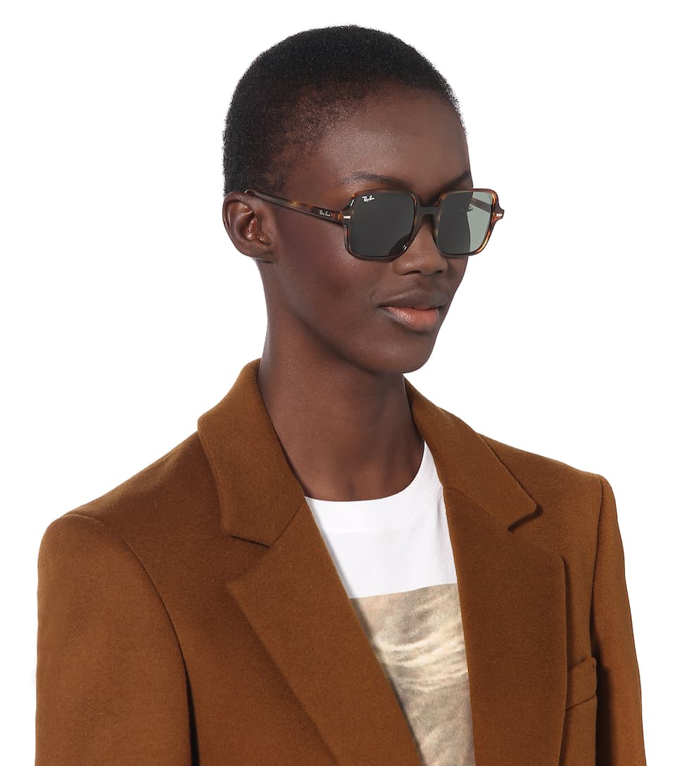 Διαχρονικά ανδρικά και γυναικεία κοκάλινα γυαλιά ηλίου Ray Ban RB1973 Square II 954/31 σε καφέ ταρταρούγα και πράσινους κρυστάλλουςγια όλα τα πρόσωπα.
