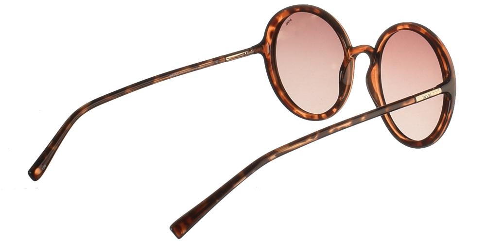 Διαχρονικά κοκάλινα γυναικεία γυαλιά ηλίου B2046 σε καφέ ταρταρούγα με καφέ ντεγκραντέ polarized φακούς της εταιρίας Invuγια όλα τα πρόσωπα.