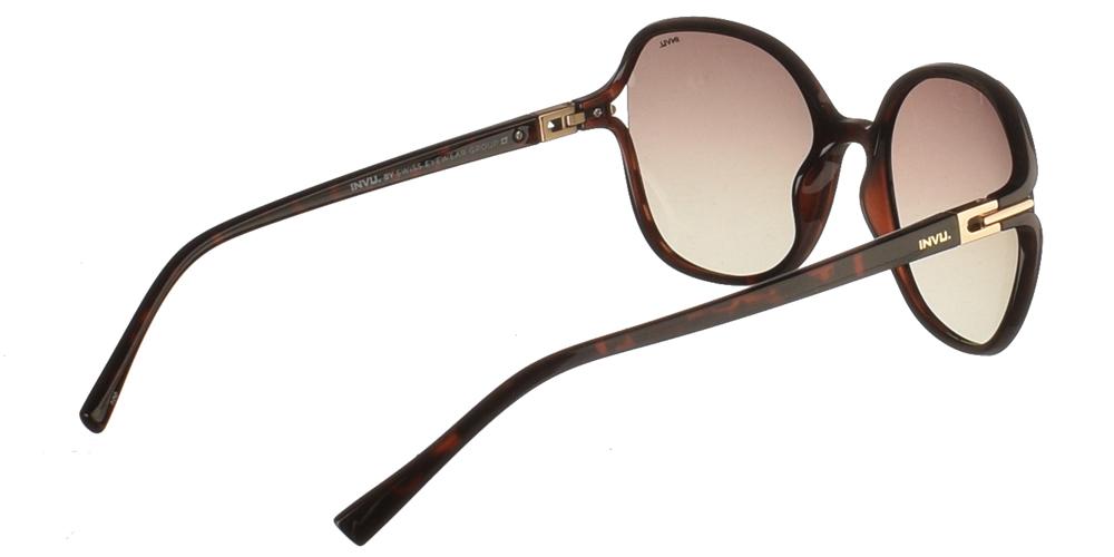Διαχρονικά κοκάλινα γυναικεία γυαλιά ηλίου B2114 σε σκουρόχρωμη καφέ ταρταρούγα με καφέ ντεγκραντέ polarized φακούς της εταιρίας Invu για μεσαία και μεγάλα πρόσωπα.