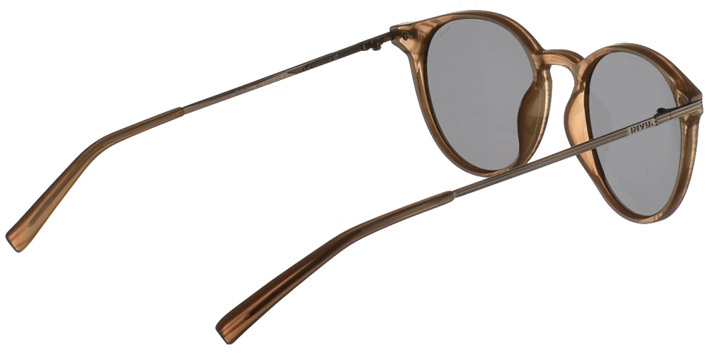 Διαχρονικά κοκάλινα ανδρικά γυαλιά ηλίου B2124 σε ανοιχτόχρωμο καφέ σκελετό με γκρι polarized φακούς της εταιρίας Invuγια όλα τα πρόσωπα.